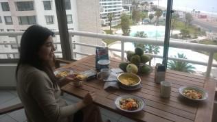 Desayuno en el departamento.