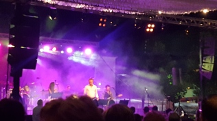 Fiesta de verano música en vino en La plaza de Puerto Pollensa