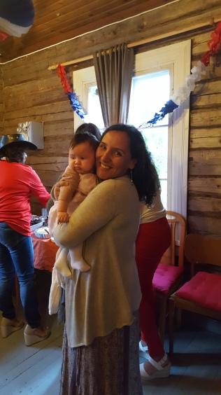 La chilena Yenifer con su hija.